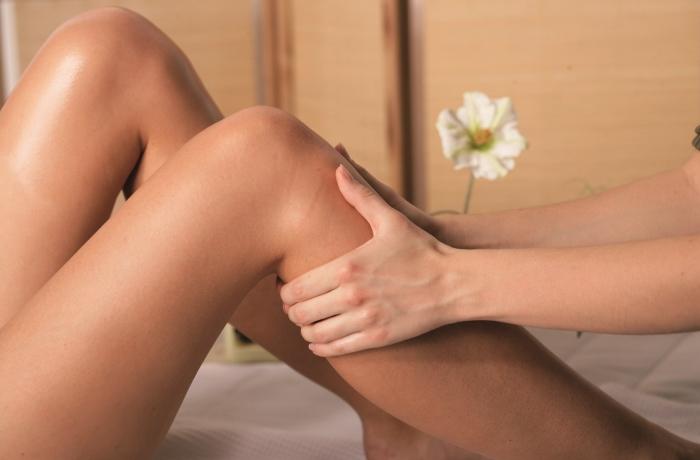 Vereinfacht lässt sich sagen, dass einseitige Beinödeme eher mit Durchblutungsstörungen der Arterien, Lymphödemen oder mit einem Venenleiden in Verbindung gebracht werden.