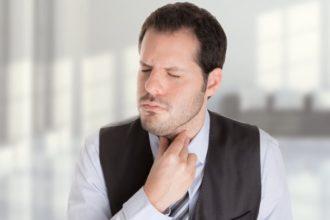 Eine Kehlkopfentzündung führt häufig zu unangenehmen Stimmbeschwerden.