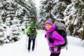 Bergwanderer sollten vor ihrer Tour genügend essen, aber sich nicht den Bauch zu voll schlagen.