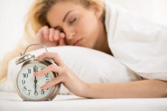 Was essen bei Schlafstörungen? Mitunter können Lebensmittel mit Magnesium oder L-Tryptophan helfen.