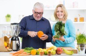 Wer bei der Ernährung durch Diäten spart, riskiert sogenannte Fressattacken.