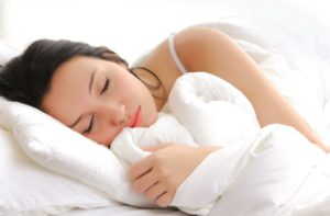 Heißhungerattacken im Zusammenhang mit Schlafwandeln stellen für die Betroffenen ein besonders großes Risiko dar.