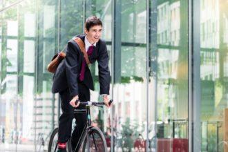 Zur Vermeidung von Stress durch Pendeln empfiehlt sich unter anderem das Einplanen von genügend Zeit.