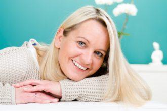 Gegen Wechseljahresbeschwerden bietet sich Homöopathie als hormonfreie Alternative an.