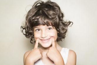 Laut manchen Untersuchungen kann ein Vitamin B12-Mangel die Entstehung von Aphthen im Mund begünstigen.