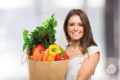 Falls ein starker Mangel an Vitaminen bereits vorliegt, können bestimmte Präparate dem Körper wieder auf die Sprünge helfen.