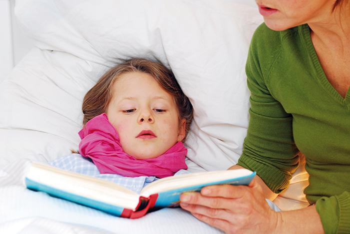 Besorgten Eltern kann es helfen, sich über die verschiedenen Arten von Husten bei Kindern zu informieren.