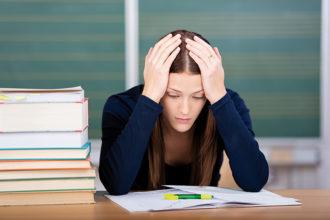 In Deutschland fühlten sich im Jahr 2014 laut einer TK-Untersuchung 44 Prozent der Studierenden durch Stress belastet.
