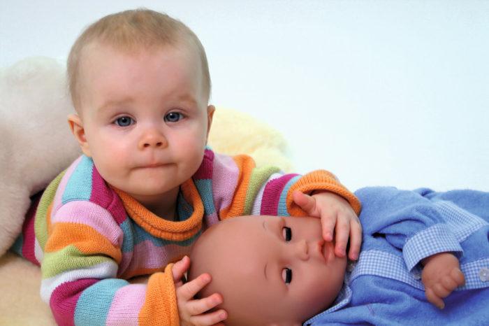 Schreibabys leiden an plötzlich auftretenden und unstillbaren Schrei- oder Unruhezuständen. Bei Anspannung, Nervosität und Schreiepisoden weisen Babys oft auch einen geblähten Bauch, eine gerötete Gesichts- und Halspartie und starke Spannungszustände der Muskulatur auf.
