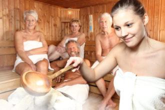 Saunieren ist gesund. Geübte Saunagänger können auch bei einer Erkältung in die Sauna, sollten aber auf kaltes Abduschen verzichtet und den Körper langsam abkühlen.