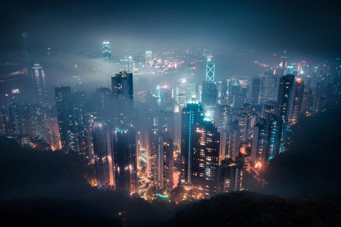 Lichtreizüberflutung! Zu den Folgen der Lichtverschmutzung gehört übrigens auch das Insektensterben. Laut verschiedenen Studien liegt die Insektensterblichkeit in Städten um bis zu 100-mal höher als auf dem Land.