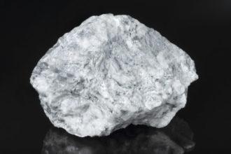 Um einem Magnesium-Mangel vorzubeugen, reicht eine ausgewogene Ernährung aus. Magnesium enthalten zum Beispiel Vollkornprodukte und Pilze.